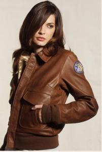 Femme portant un Blouson Aviatrice en cuir A-2